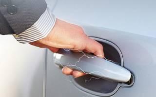 Почему автомобиль бьет током